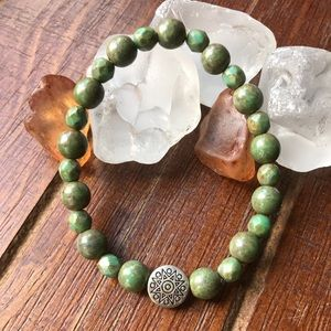 🌟Army green bracelet with silver charm🌟